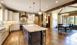 1141-country-club-parkway-large-018-10-kitchen-1500x997-72dpi